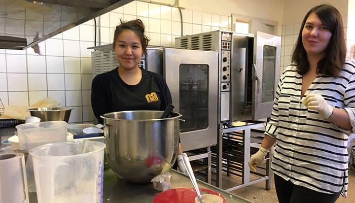 Vi fylder fryseren med hjemmebagte surdejsboller og lækre gulerodsbrud à la Meyer´s